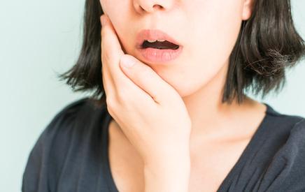 通常の一般歯科治療です。 虫歯も歯周病も、早め早めの治療が大切です。異常に気付いたらすぐご連絡ください。